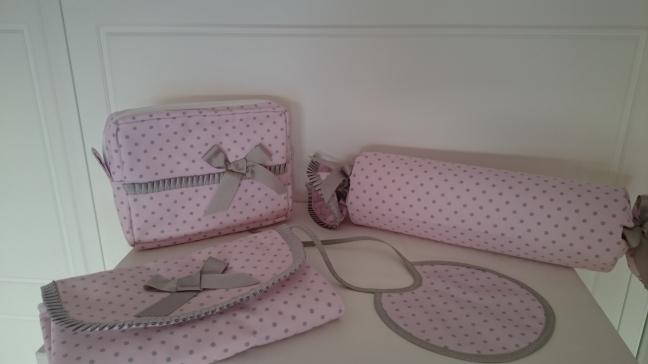 canastilla-bebe-regalos-con-tela-rosa-gris