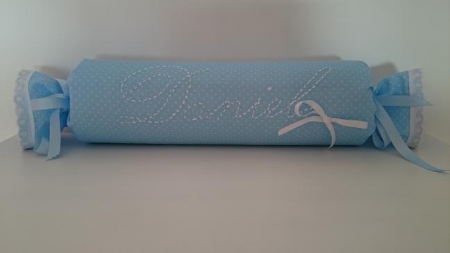 cojin-antivuelco-caramelo-bordado-regalos-con-tela
