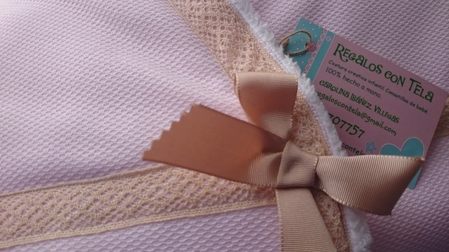 colcha-ajustable-rosa-camel-detalle-regalos-con-tela