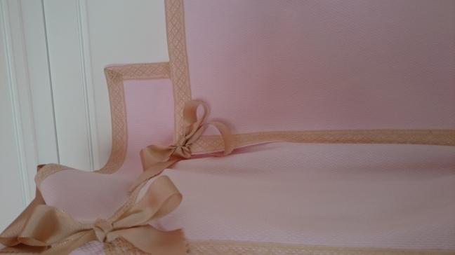 colcha-ajustable-rosa-camel-puntilla-regalos-con-tela